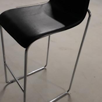 Vendo 2 sgabelli, seduta colore nero, struttura  in acciaio