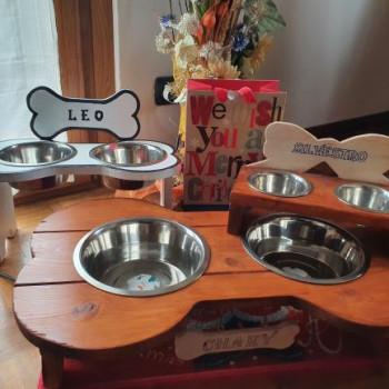 Porta ciotole in legno per cani e gatti