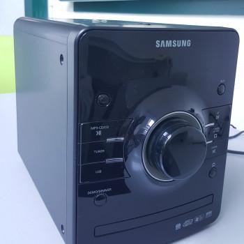 Impianto stereo con casse per musica ambiente