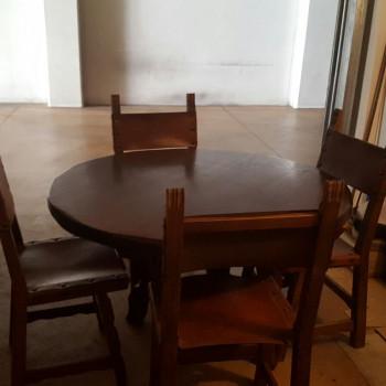 Vendo tavolo rotondo in legno con sedie