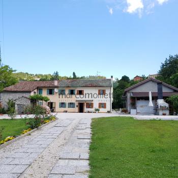 Vendita Casale / Rustico / Casa Colonica/ Cascina - 7 Locali - Rif. MA 526