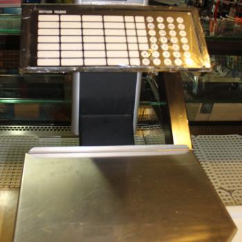 Banco refrigerato per alimentari con bilancia professionale, scaffalatura e vetrina