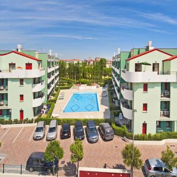 Caorle - Levante , Bilocale in Residence Con Piscina e Terrazzo Abitabile.