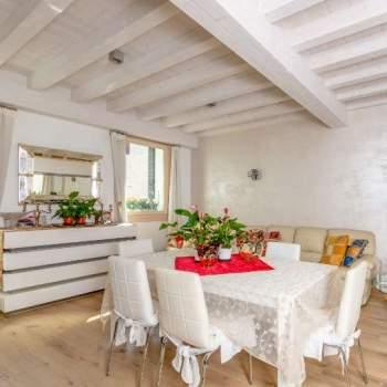 Palazzetto con terrazzo abitabile a Treviso