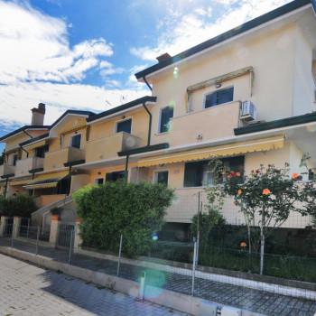 Caorle, Levante, Villa a Schiera con 3 camere e 2 bagni.