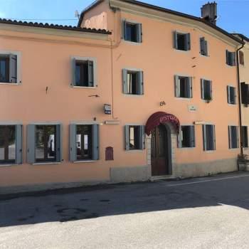 Vendiamo RISTORANTE-TRATTORIA con Abitazione a Vittorio Veneto