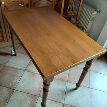 Tavolo in legno allungabile, gambe tornite massicce, lu 115(155) x la 70 x h78