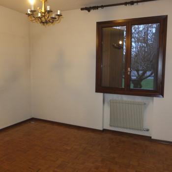 Appartamento due camere piano terra con giardino