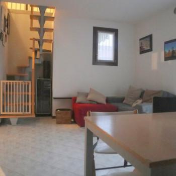 Appartamento due camere più studio, Paese