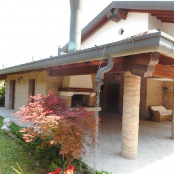 UD 12 – Latisana, villa con giardino