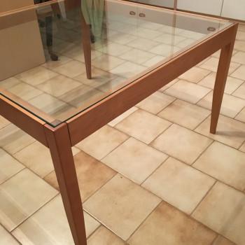 Tavolino in legno e cristallo