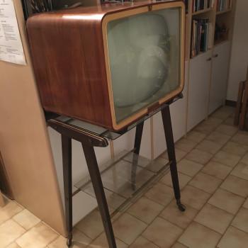 Televisione anni 50 con carrello