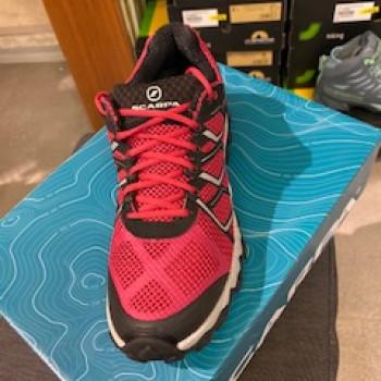 scarpa donna proton donna ideale per per running e camminate in montagna e su sterrato misure varie